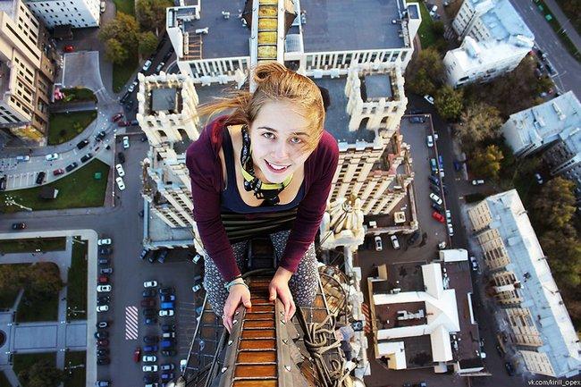 garota-tira-selfies-arrepiantes-16